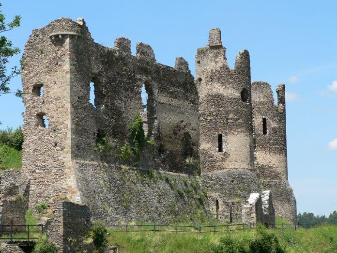 Visiter le monument de Château-Rocher